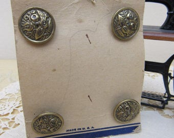 """Metal Flower Buttons 4 Vintage 1930s 3/4"""" Bronze Colored FLORAL Embossed Metal Sewing Buttons New on Card Shank Style Unused Crafts Clothing"""