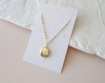Mini round locket pendant - tiny gold locket necklace (SD1619)