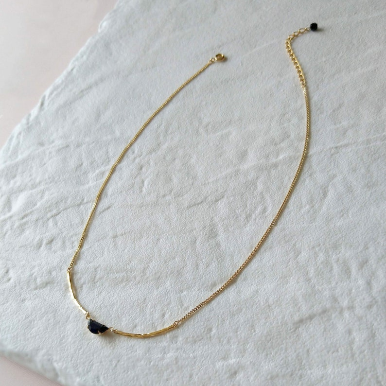 Black and gold necklace  Moon crescent chain  Hammered links image 0