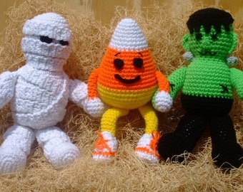 Crochet Village Halloween Ghoulies New Pattern FREE SHIPPING