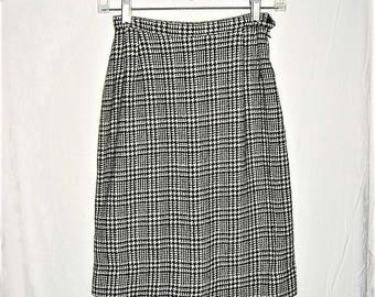 Vintage 60s Black White Houndstooth Plaid Pencil Skirt Small