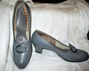 Vintage 50s Gray Leather Pumps Shoes 10 AA Pierced Bow