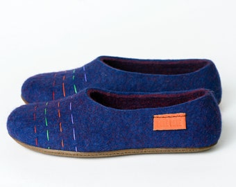 Women slippers with colourful lines decor - BureBure felted wool slippers