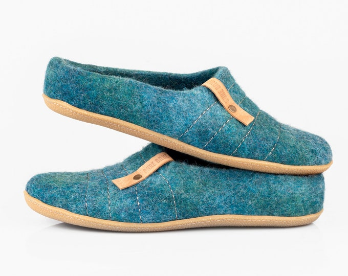 New felted wool slip-on slippers COCOON for men with sturdy stitching on surface beautiful ocean color