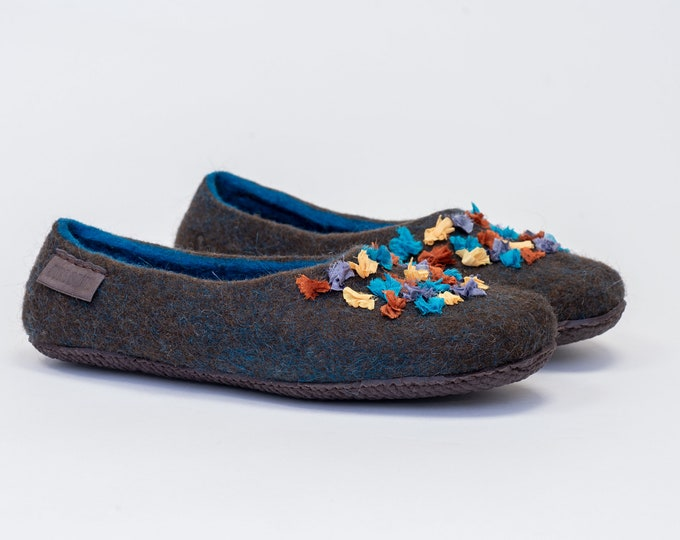 Brown and blue felted wool slippers Boho style for women with silk decoration