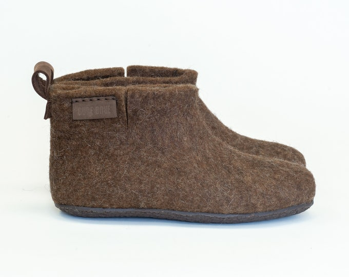 Ready to ship US 11 Women - US 8,5 Men - EU 41,5 Brown wool boots slippers with rubber soles in personalised linen bag