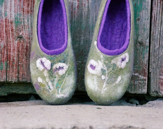 Green and ultra violet felted wool slippers for women with handmade flower decoration, women slippers, boiled wool slippers, wool shoes
