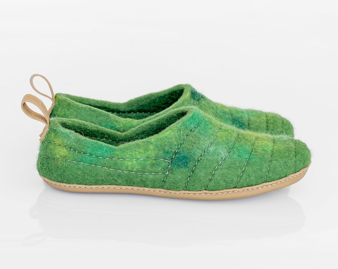 Felt slippers with sole Handmade Slippers Unisex Home shoes Wool slippers