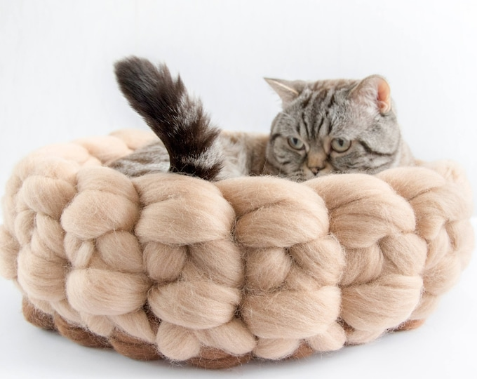8e8fa75289a2 Beige Brown Chunky cat bed, Woollen chunky knits pet bed, Pet furniture,  Knitted