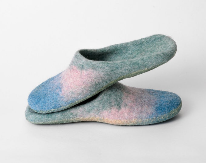 Backless Wool Slippers, Felted Mules, Felted Wool Slip On Slippers, NEW Light Mint Turquoise and Blush Blend