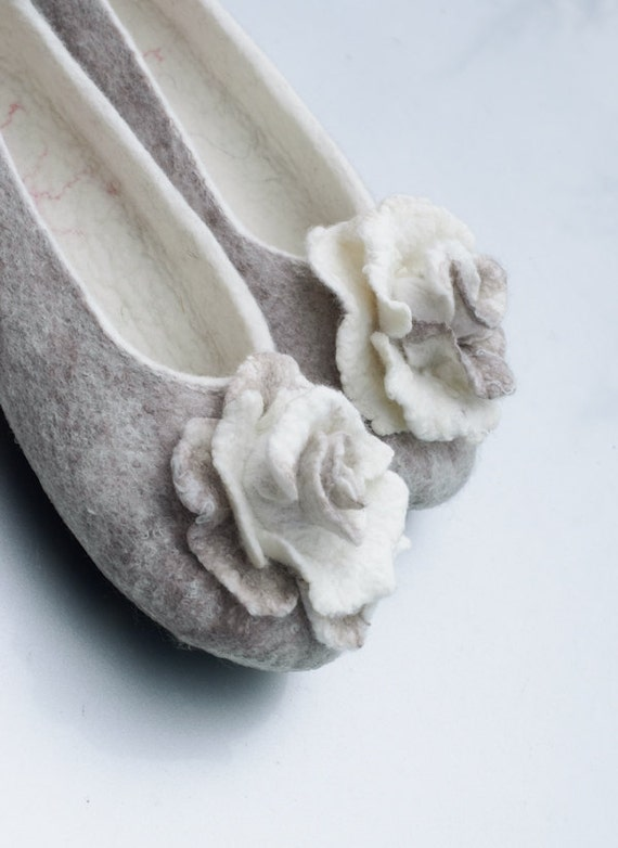 Bride with Brooches Shower Wool Bridal Rose Pin slippers Beige Bridesmaid Slippers slippers Gift Cashmere Women Felted Woodland for dSXd8q
