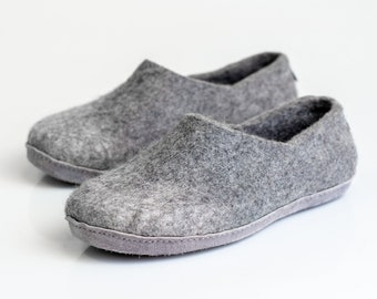 Warm wool men slippers clogs light grey ombre with alpaca wool