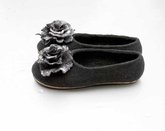 Black Wool Slippers with Rose Brooches, Felted Slippers, Women Felted Shoes, Black Rose Women Home Shoes, Felted Wool Slippers with Rose Pin