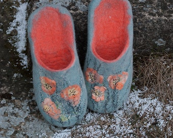READY TO SHIP Mint Coral slide slippers with poppies decoration,  Slip-on woolen footwear, Women home shoes, Felted slip in slippers Viola