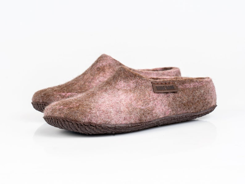 1a4118025e29d NEW BureBure Warm Wool Clogs Slippers for Women in Pale Pink and Brown