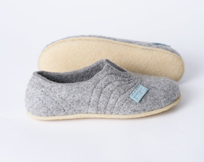 Grey woollen clogs Slippers for women with sturdy stitching on surface for a high instep