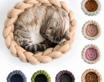 Beige Brown Chunky cat bed, Woollen chunky knits pet bed, Pet furniture, Knitted wool pet accessories, Cat cave, Kitty furniture
