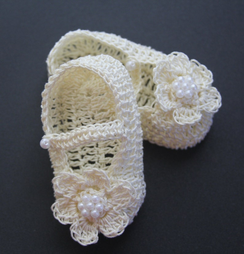 00adf9f477c11 Crochet Baby Girl Booties Infant Crib Shoes with Pearls Christening Baby  Booties Crochet Baptism Mary Janes Knit Reborn Doll Shoes
