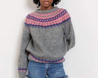 FAIR ISLE SWEATER Vintage Pullover Grey Pink Jumper Hand Knit Crew Neck Sporty 90's Oversize / Medium