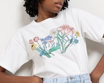 WILDFLOWER GRAPHIC TEE Vintage White Cotton Flowers Pastel Short Sleeve Crew Neck T-Shirt 90's / Small