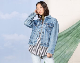 1b1fe4eeccc8 LEVIS DENIM JACKET worn in perfect jean coat woman oversize boyfriend    Medium