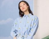 EMBROIDERED CHAMBRAY DENIM shirt vintage oversize flowers cotton Medium