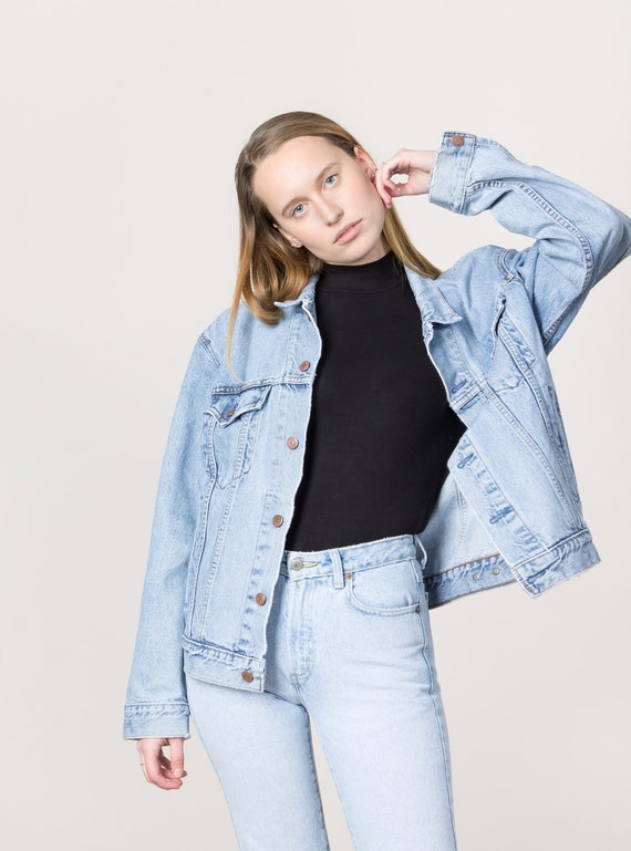 real deal brand quality authentic LEVIS DENIM JACKET oversize jean jacket woman vintage 90'S Distressed light  wash ripped / Large