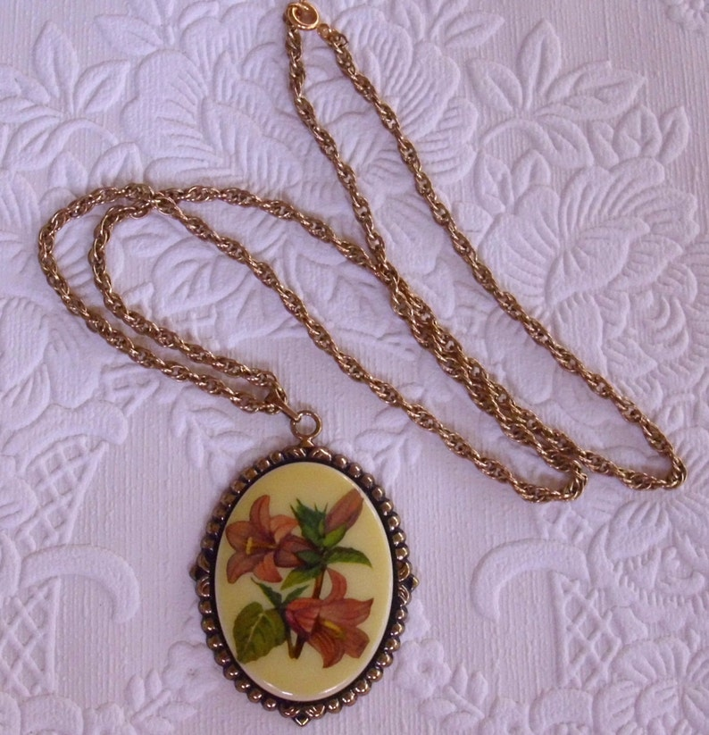 Vintage Floral Pendant Necklace