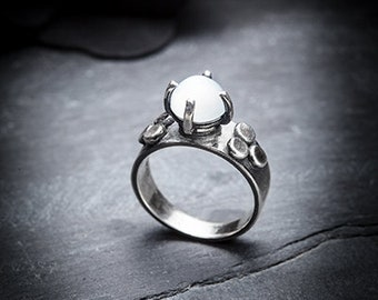 FORTUNE TELLER moonstone and silver ring