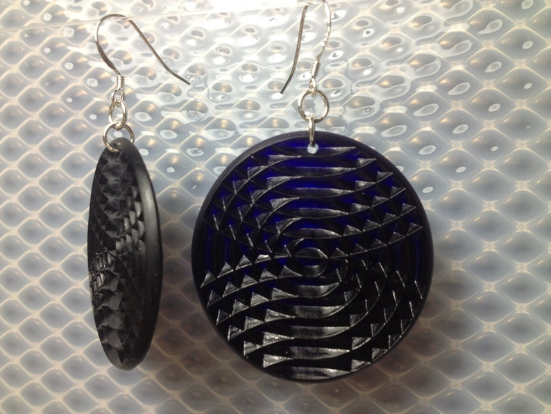 Textured minidisc earrings in cobalt blue. image 0