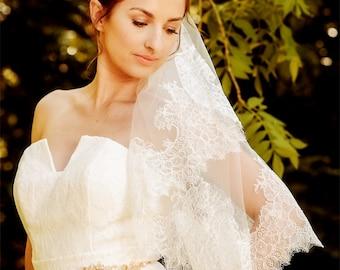 WEDDING VEIL Freya - SALE - One Tier Veil , Bridal Veil, elbow length Veil, chantilly lace veil, ivory veil