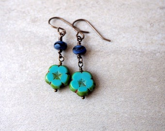 Turquoise Flower Earrings / Czech Glass Bead Earrings / Turquoise and Blue / Boho Chic Jewelry / Casual Earrings / Weekend Style / Brass