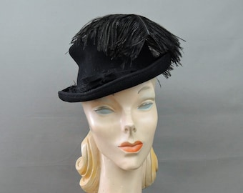 e62d4715350fc Vintage 1940s Black Topper Hat with Feather
