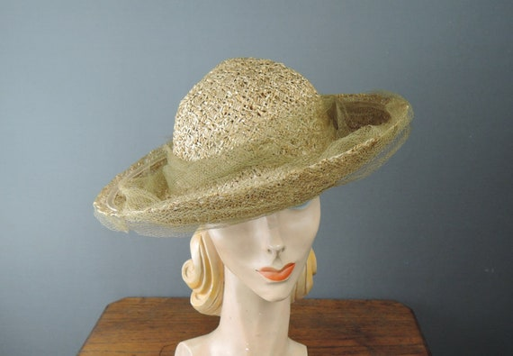 Vintage 1940s Straw Hat with Tulle, New York Creat