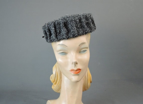 18771ae7a0f Vintage 1950s Grey Faux Fur Hat Wool Faux Persian fits 21