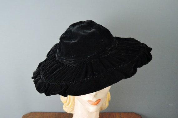 Vintage 1940s Black Velvet Hat Gathered Wide Brim