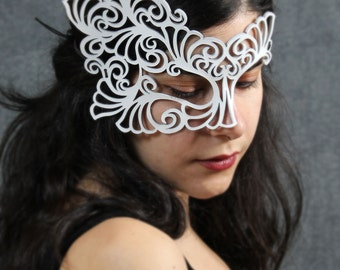 Roxy leather mask in white