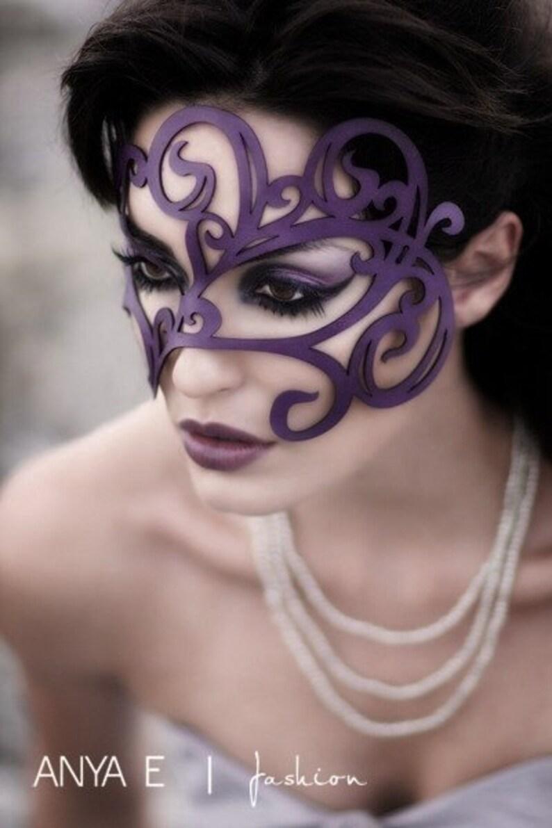 Swirly Leather mask image 0