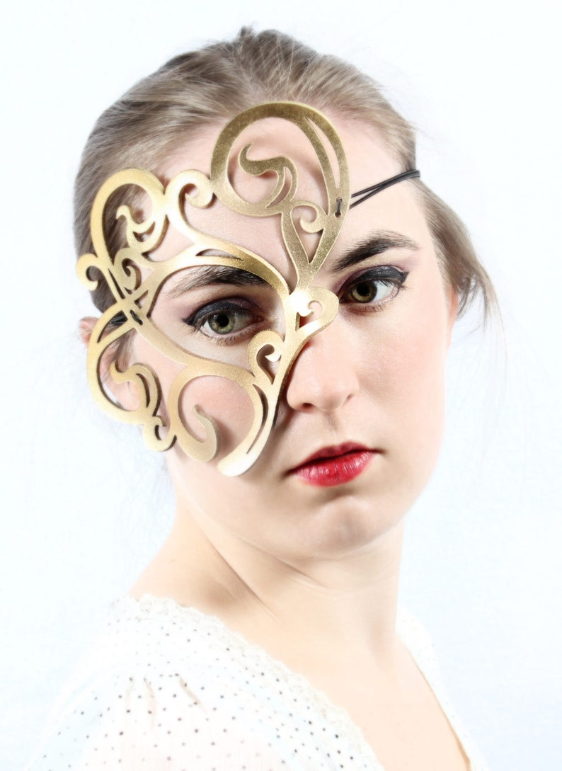 Whirly leather mask in gold image 0