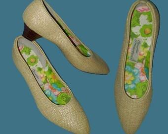 3b99171a2e4c Vintage 60s Beige Straw Shoes OOmphies Cloudhoppers 5 M
