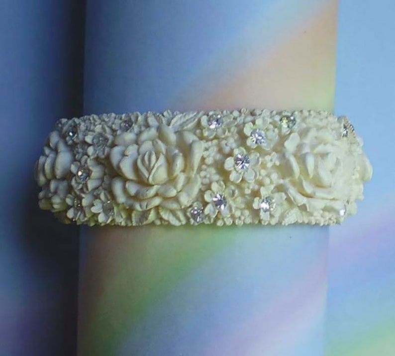 Vintage 50s Wedding Cake Featherweight Celluloid Clamper image 0