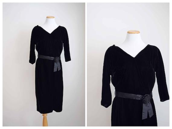 D'Allairds 60s black velvet dress | 1960s velvet d