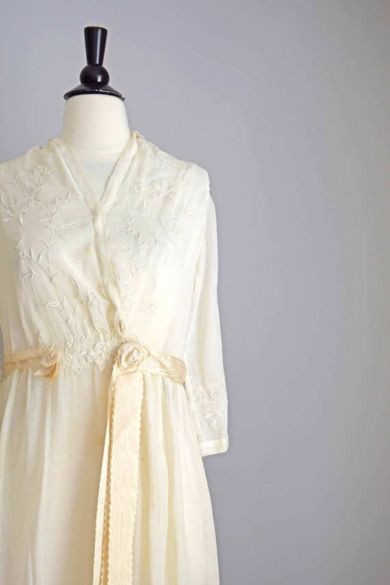 1910s off white cotton voile dress | embroidered … - image 2