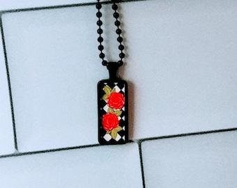 Pendant necklace with roses and ball chain