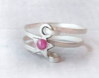 Hammered spiral silver ring with silver star and peony pink crystal, textured woman's or unisex ring