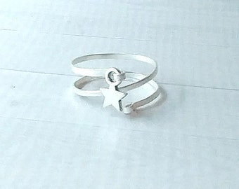Hammered spiral silver ring with silver star, textured woman's or unisex ring