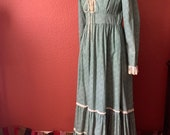 Vintage 1970 s Green Calico Gunne Sax by Jessica McClintock Prairie Maxi Dress with Lace-Up Bodice Multi-Tiered Skirt Trimmed with Lace