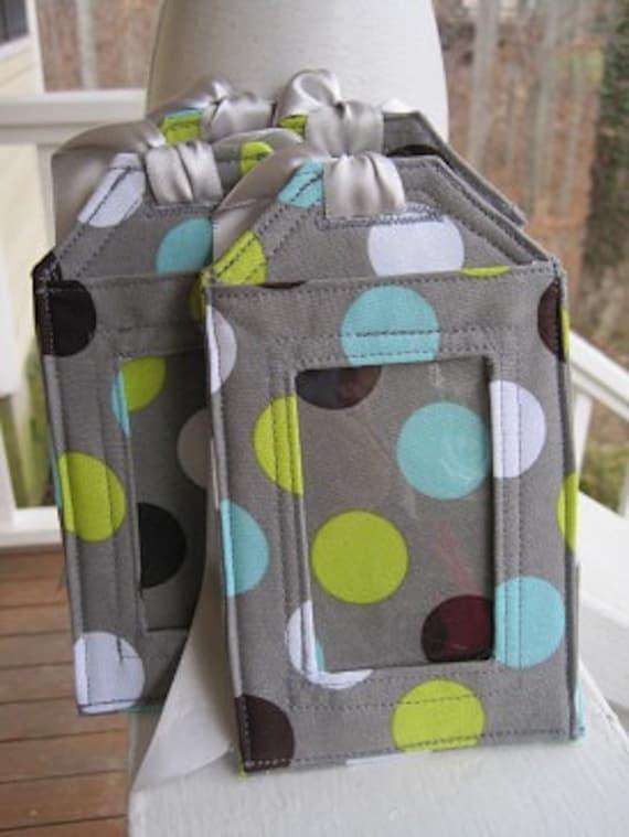 étiquettes de bagage / Aqua, pois verts, bruns, blanc sur gris