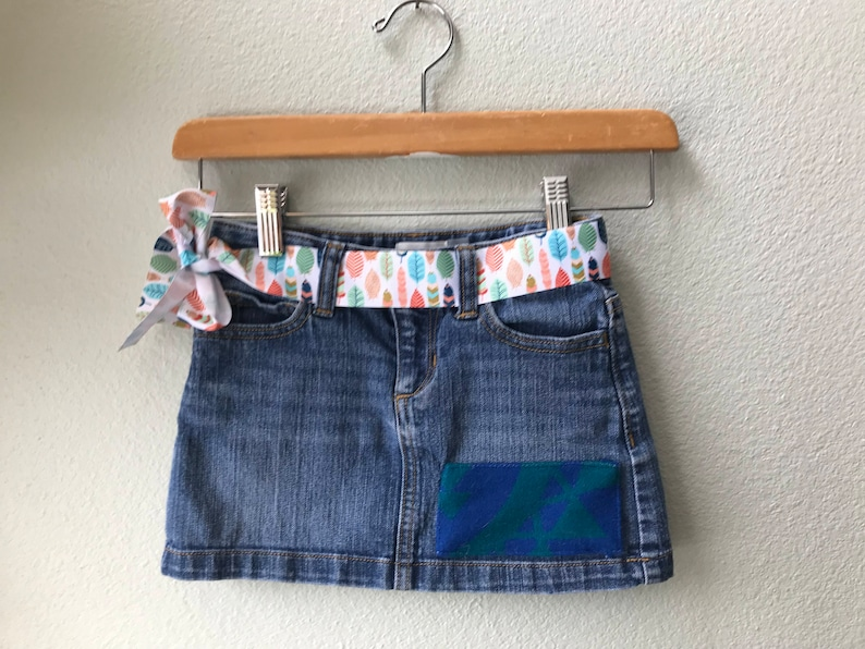 Girls Denim Skirt Size 6 with Oregon Tribal Native American image 0
