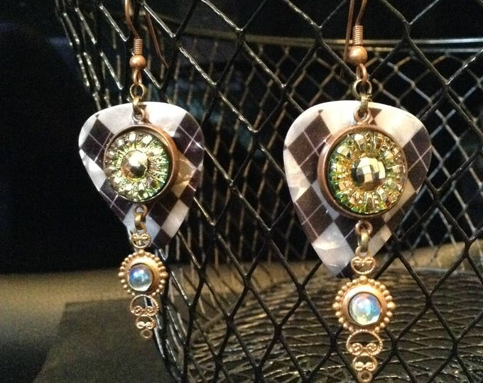 Plectrum Czech Glass Button Vintage-Inspired Earrings